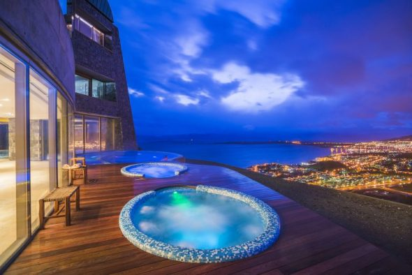 Outdoor-jacuzzi-at-night-Hotel-Arakur-Ushuaia-Resort-and-Spa-Ushuaia-Tierra-del-Fuego-Patagonia-Argentina-1-768x513-590x394.jpg