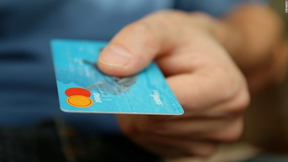 170201161914-money-card-business-credit-card-50987-super-tease-590x332.jpg