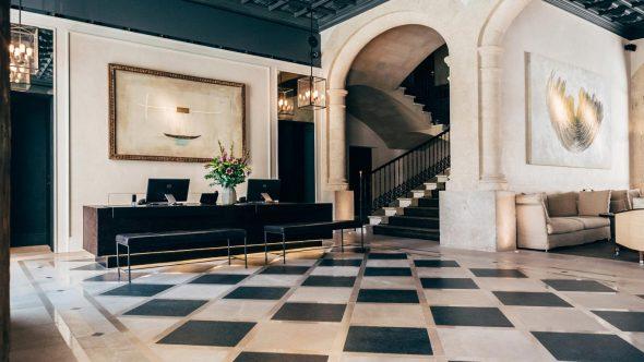4-en-lobby-decor-style-art-boutique-hotel-sant-francesc-palma-590x332.jpg